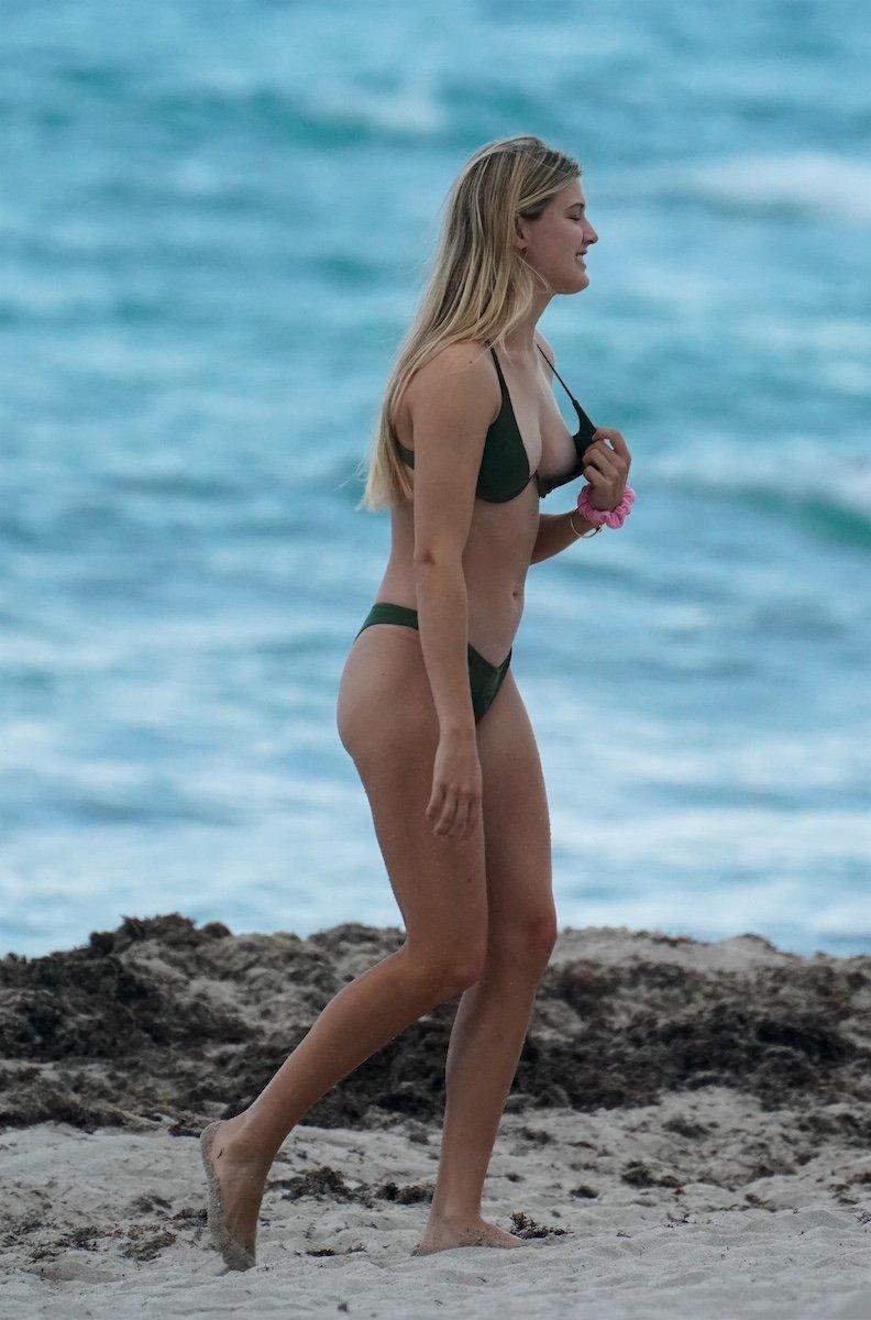 Cea mai sexy jucătoare de tenis, la plajă. Cum a fost fotografiată. GALERIE FOTO