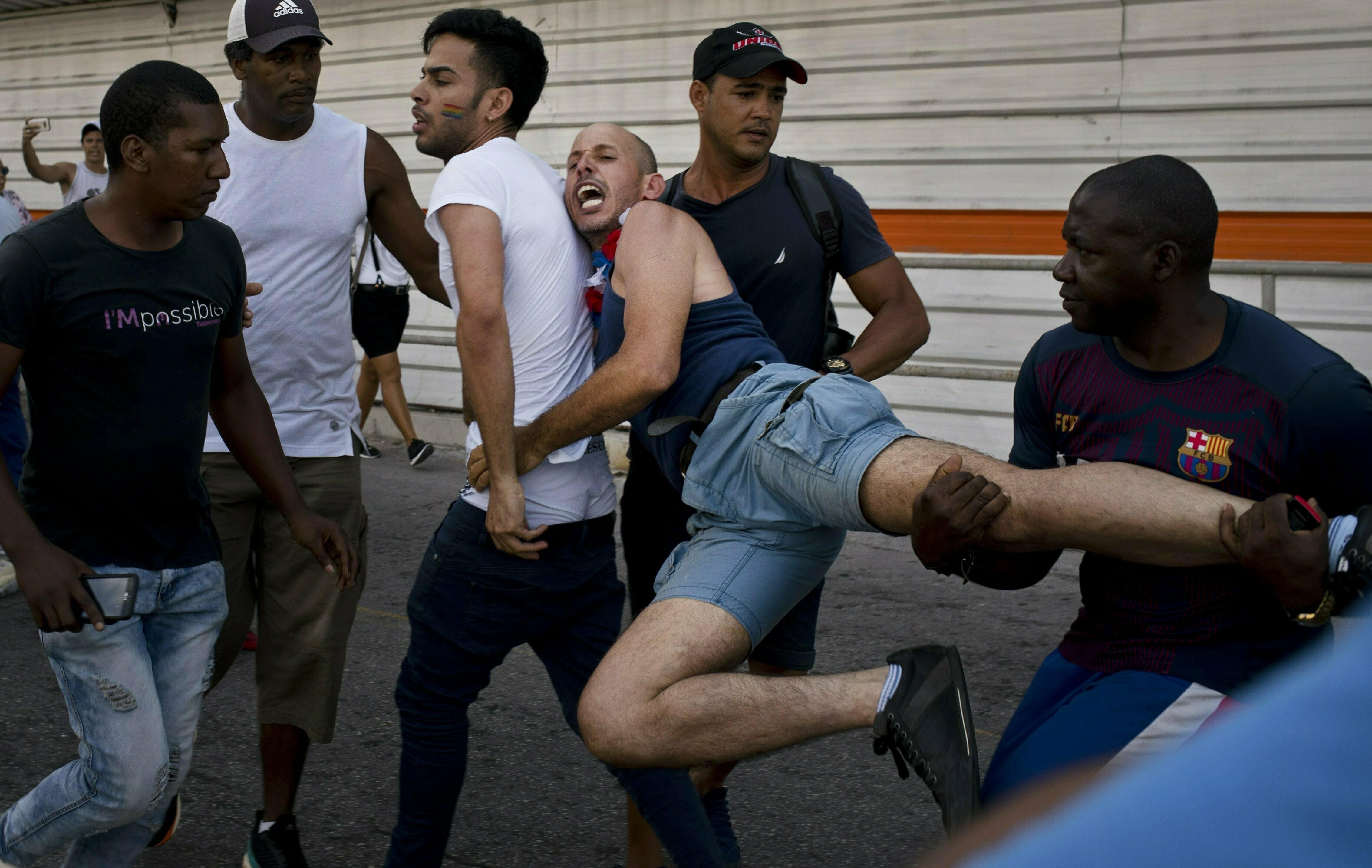 Poliţia întrerupe un marş LGBT în Cuba