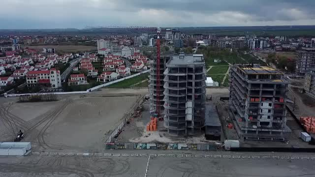 Viceprimarul din Corbu promite că se pot construi pe plajă clădiri cu 6 etaje. Zona permite 2