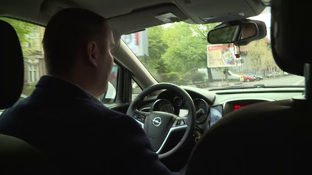 Șoferii Uber, Bolt și Clever ar putea să dispară de pe trasee de joi