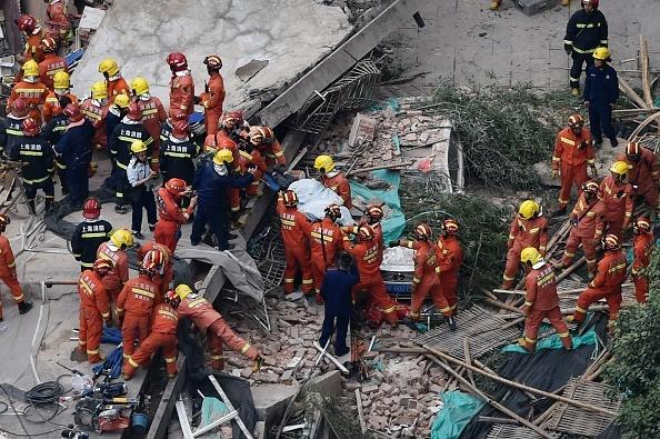 5 morți și 14 răniți, după ce o clădire s-a prăbușit la Shanghai. VIDEO, FOTO