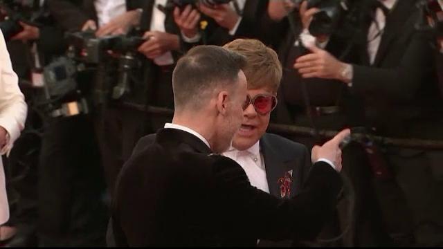 Reacţia lui Elton John când îl vede la Cannes pe actorul care joacă rolul său