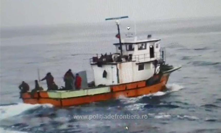 Urmărire cu focuri de armă în Marea Neagră. Un pescador s-a scufundat, 3 marinari au fost răniți