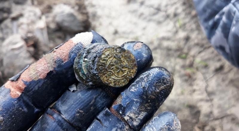 Tezaurul descoperit în Neamț de un poliţist căutător de comori. FOTO