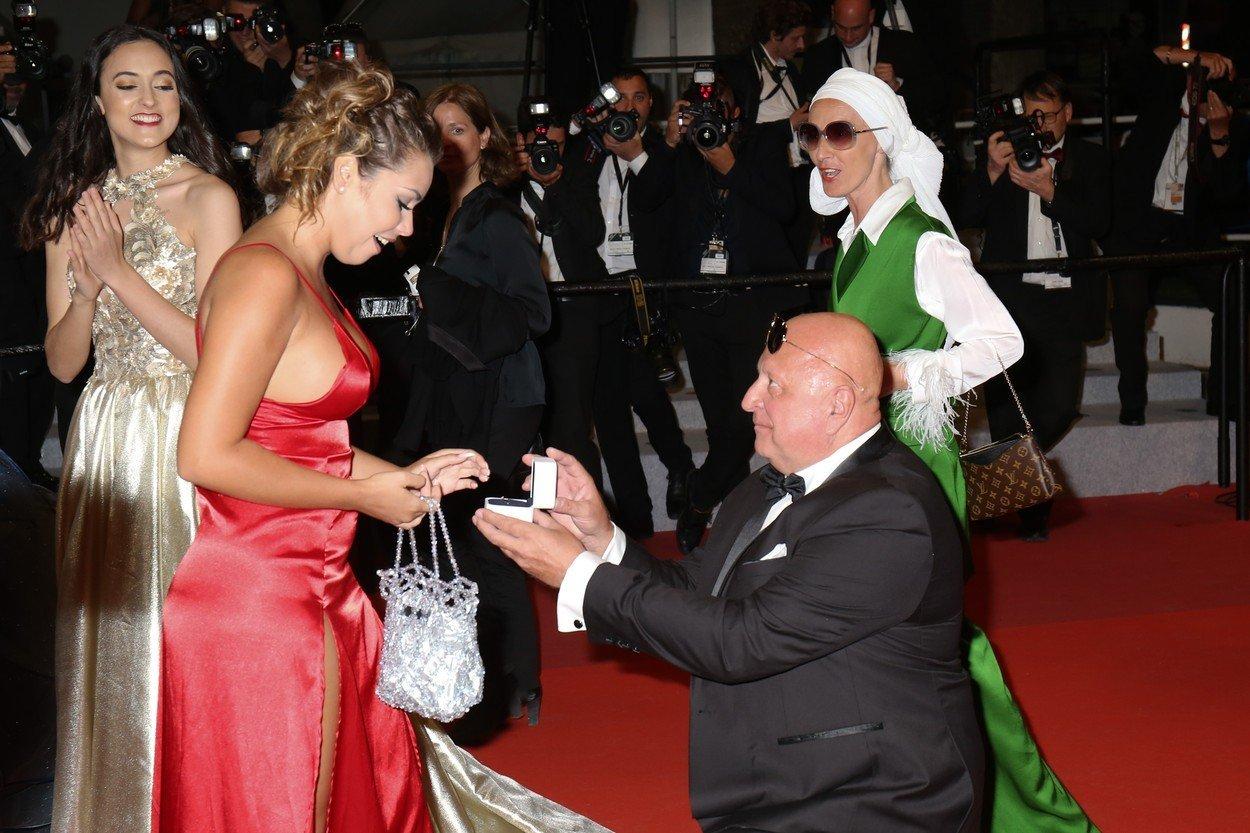 Cerere inedită în căsătorie pe covorul roșu de la Cannes. Cei doi au atras toate privirile