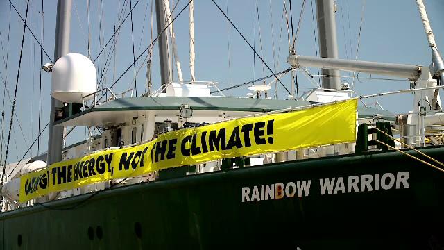 Nava-fanion a Greenpeace, la Constanța. Ce spun activiștii despre tornadele din România