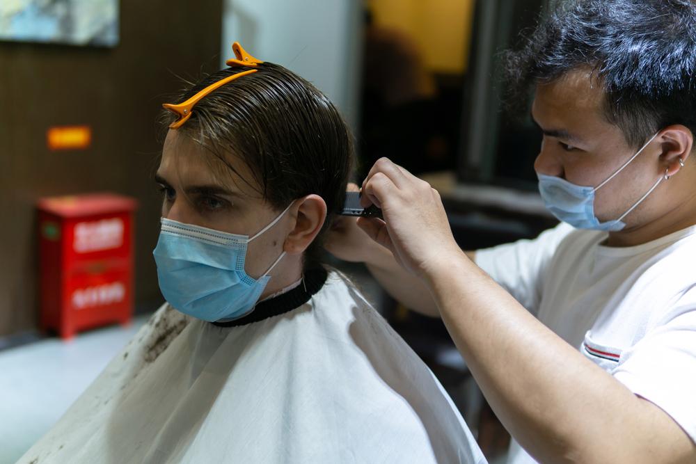 Grecii au dat năvală în frizerii și în saloanele de cosmetică, după relaxarea restricțiilor