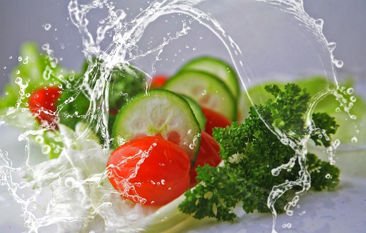 """Mihaela Bilic: """"Top 10 alimente care ne cresc imunitatea"""". Produsul-vedetă: salata orientală"""