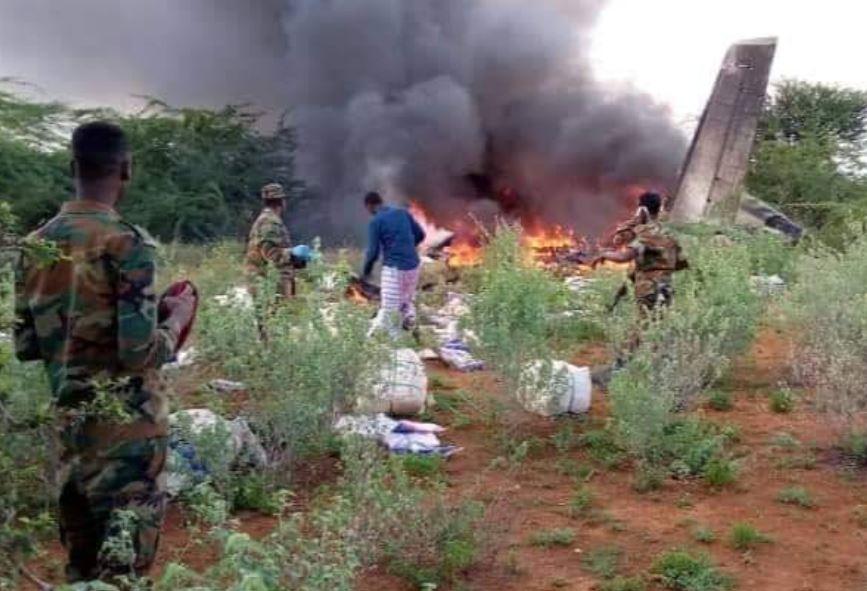 Avion plin cu provizii anti-coronavirus, prăbușit în Somalia. Cel puțin 6 oameni au murit