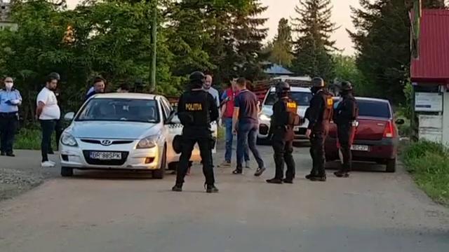 Amenzi de aproape 200.000 de lei, după ce un interlop din Buzău a încins o petrecere cu prietenii lui