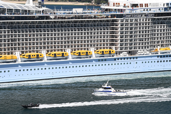 Pasageri carantinați în cabine pe un vas de croazieră, după descoperirea unui caz de Covid-19