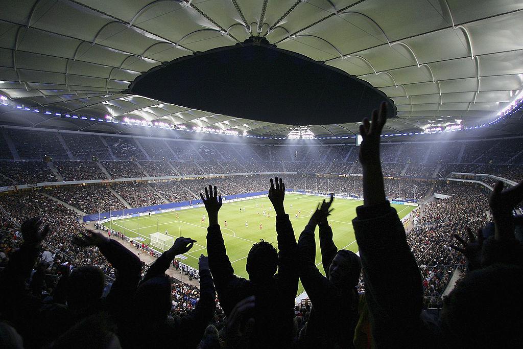 Mii de suporteri, în izolare după un meci de fotbal. O persoană a fost testată pozitiv cu Covid-19