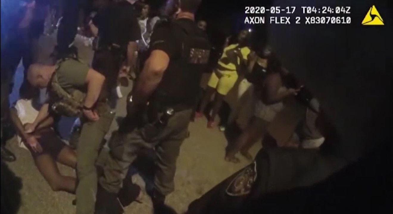 Scandal monstru în Florida. Bătaie generală cu poliția, la o petrecere cu 3.000 de oameni