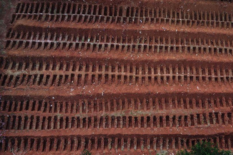 Imagini șocante, mii de morminte pentru victimele Covid-19. Brazilia a devenit a doua țară din lume la numărul de cazuri