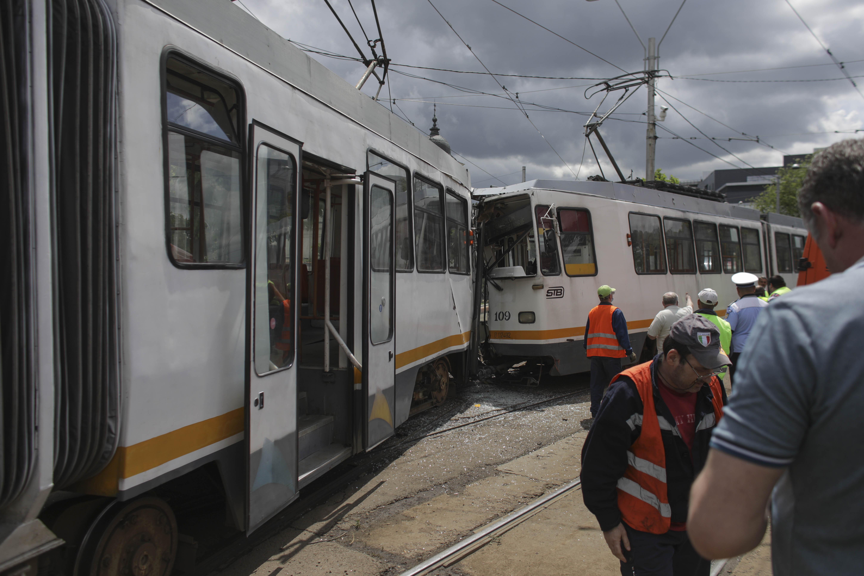 Accident grav în București. Șapte oameni sunt răniți după ce două tramvaie s-au ciocnit