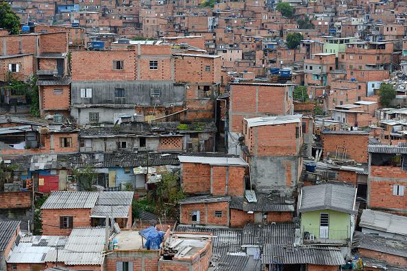 Situație dramatică în Brazilia. O bandă de motocicliști îi ajută pe locuitorii din favele