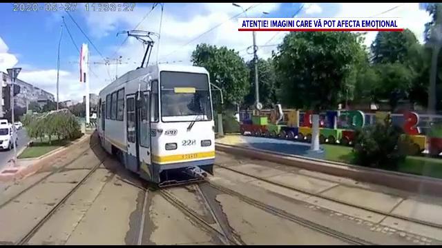 """Au apărut primele imagini cu momentul în care 2 tramvaie s-au ciocnit în Capitală: """"S-a auzit ca și cum ar fi fost cutremur"""""""