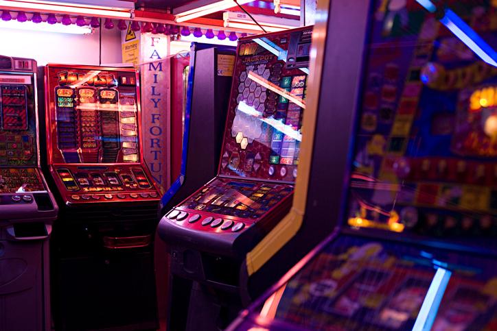 Un copil de 12 ani, împătimit al jocurilor de noroc, a amenințat că se va sinucide. Care este motivul