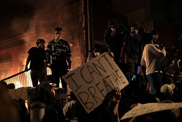 Violențele continuă în Minneapolis. Jurnaliști CNN, arestați când transmiteau LIVE