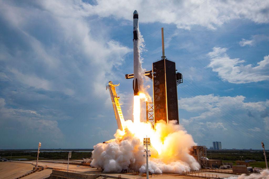 SpaceX a trimis 4 astronauţi către Staţia Spaţială Internaţională