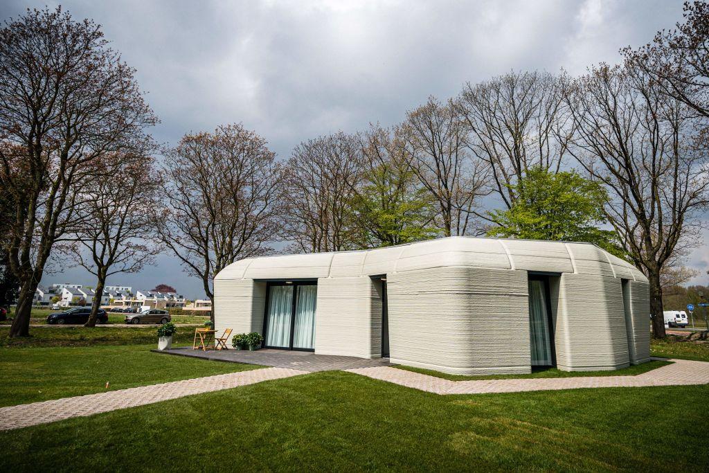 Un cuplu din Olanda și-a construit o casă cu o imprimantă 3D. Totul a durat 5 zile