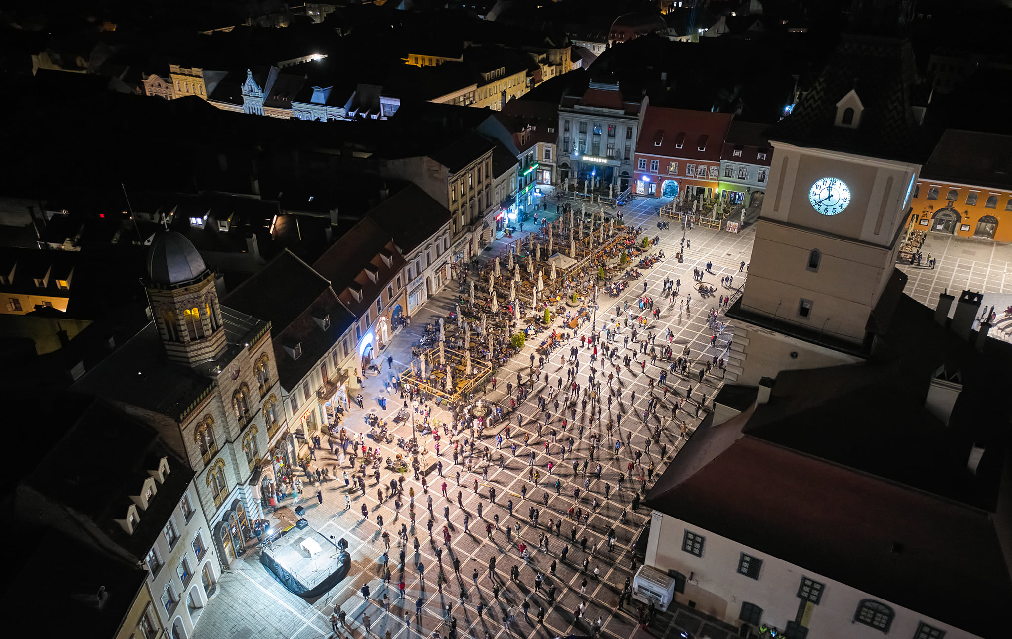 VIDEO impresionant de la slujba de Înviere din Brașov. Oamenii au respectat distanțarea