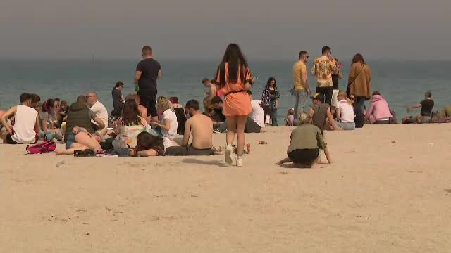 Cinci tineri amendaţi cu 10.000 lei pentru organizarea unei petreceri pe plaja din Vama Veche