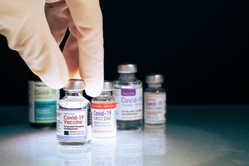 """""""Vaccinarea se accelerează în Europa"""". Cel puțin un sfert din populația UE a primit o doză de vaccin anti-Covid 19"""