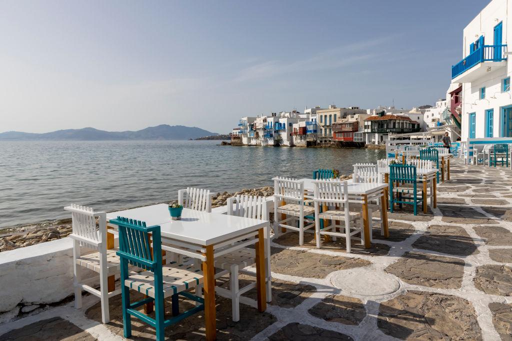 Grecia și-a redeschis terasele după o pauză de 6 luni