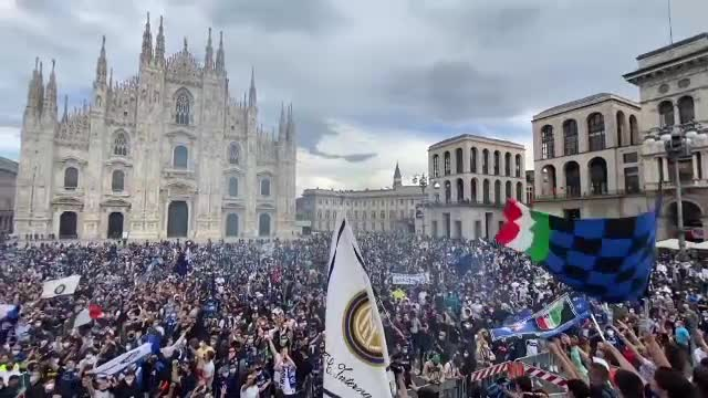 Scandal în Italia. 30.000 de fani ai echipei Inter au fost lăsaţi să sărbătorească titlul la Milano în stradă