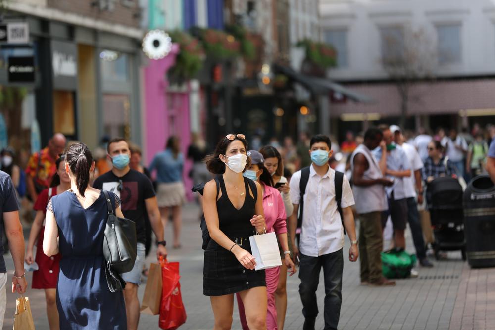 Europa începe să se redeschidă pentru persoanele imunizate. Concert cu 5.000 de oameni, fără nicio restricție, în UK