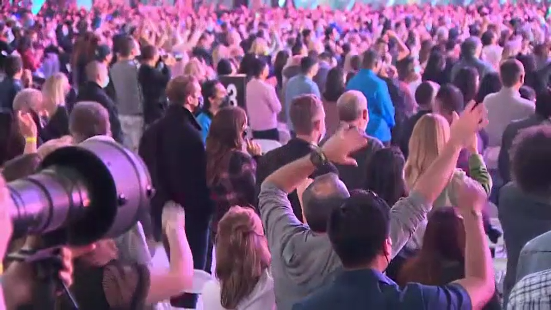 Unul dintre cele mai mari concerte cu public din acest an, în California. Prințul Harry a urcat pe scenă
