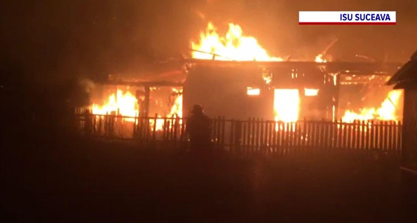 Zi dificilă pentru pompierii suceveni, după ce două gospodării au fost mistuite de flăcări