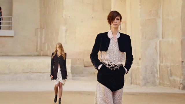 """Casa de modă """"Chanel"""" și-a prezentat noua"""