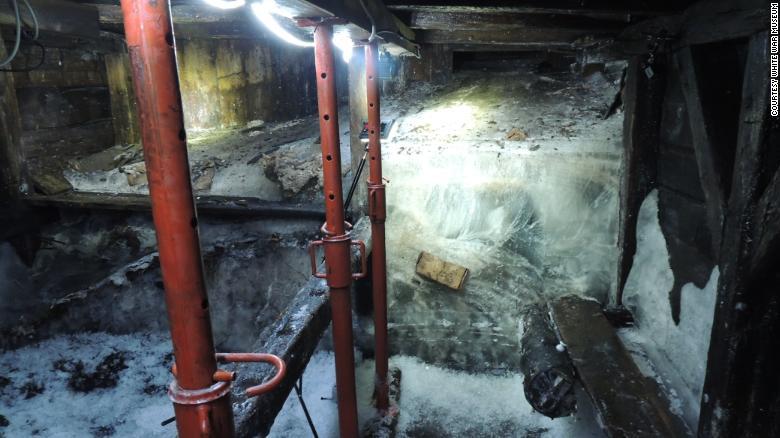 Adăpostul secret, vechi de 100 de ani, descoperit după topirea ghețarilor. Ce se află înauntru