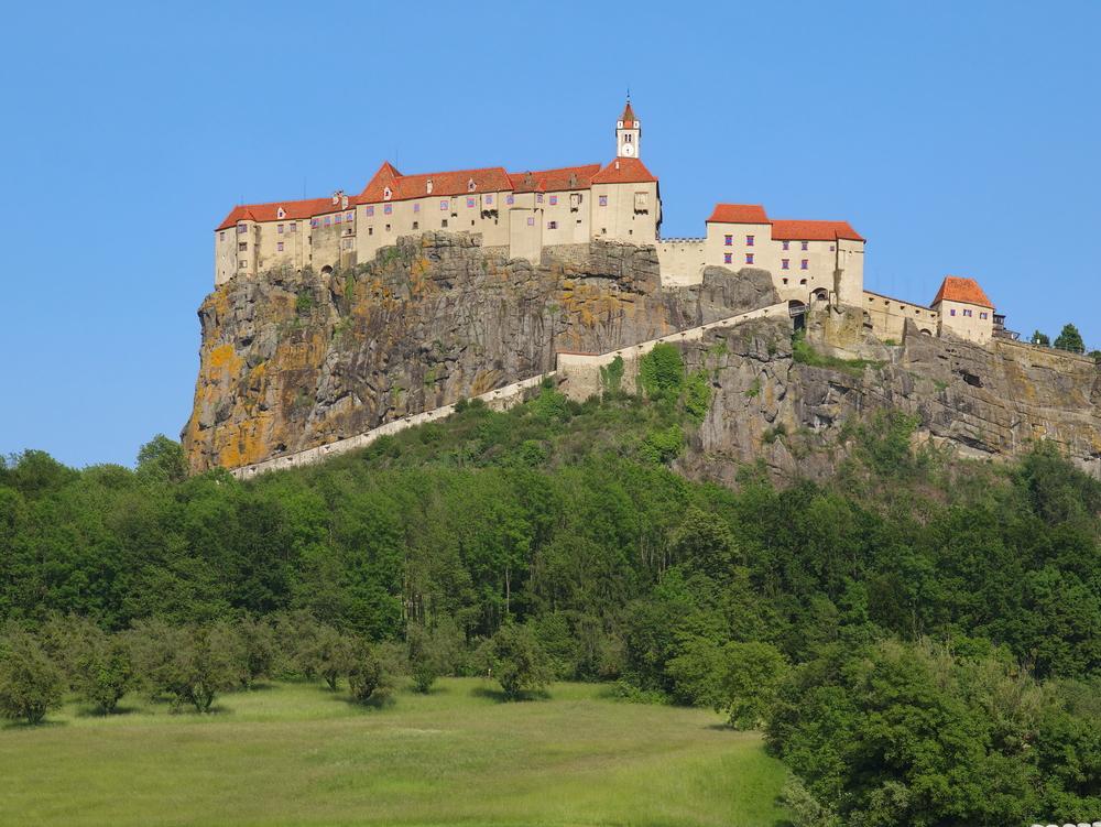 Val de recenzii negative pe paginile Castelul din Riegersburg, deținut de familia prințului din Liechtenstein
