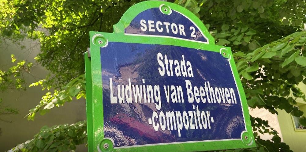 Plăcuţe greşite pe străzile Capitalei. Cum au fost scrise numele lui Beethoven și Rahmaninov.