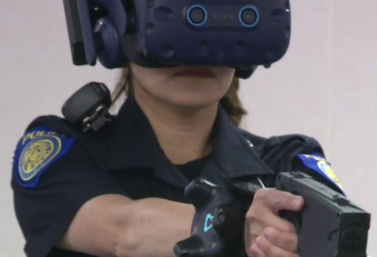 Polițiști antrenați de AI, într-un centru pilot din SUA. Ce învață agenții