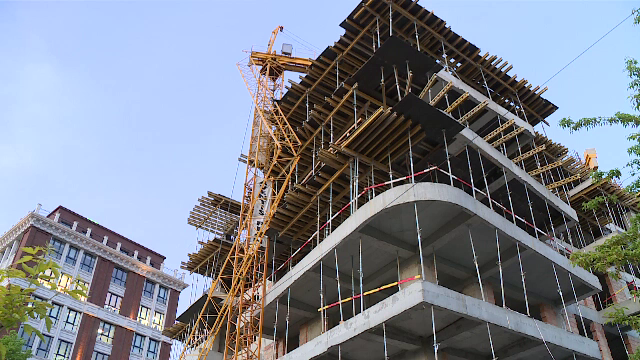O macara s-a rupt pe un șantier din București, în timp ce muncitorii lucrau la clădire
