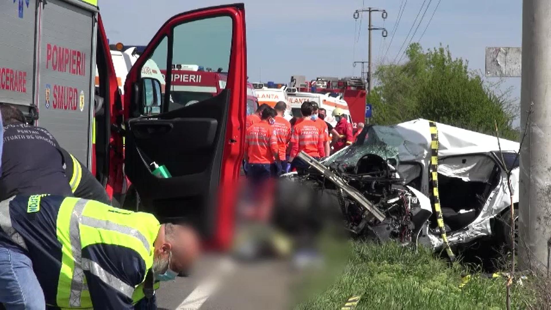 Tragedie pe DN1. Doi soți și-au pierdut viața, iar copiii lor sunt grav răniți după ce au intrat cu mașina într-un stâlp