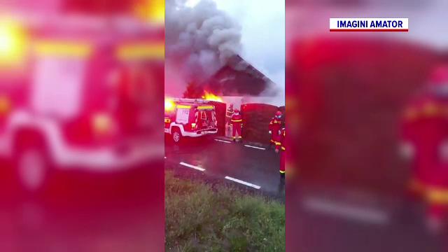 Incendiu violent în Timiș. O casă a fost cuprinsă de flăcări în urma unui scurtcircuit