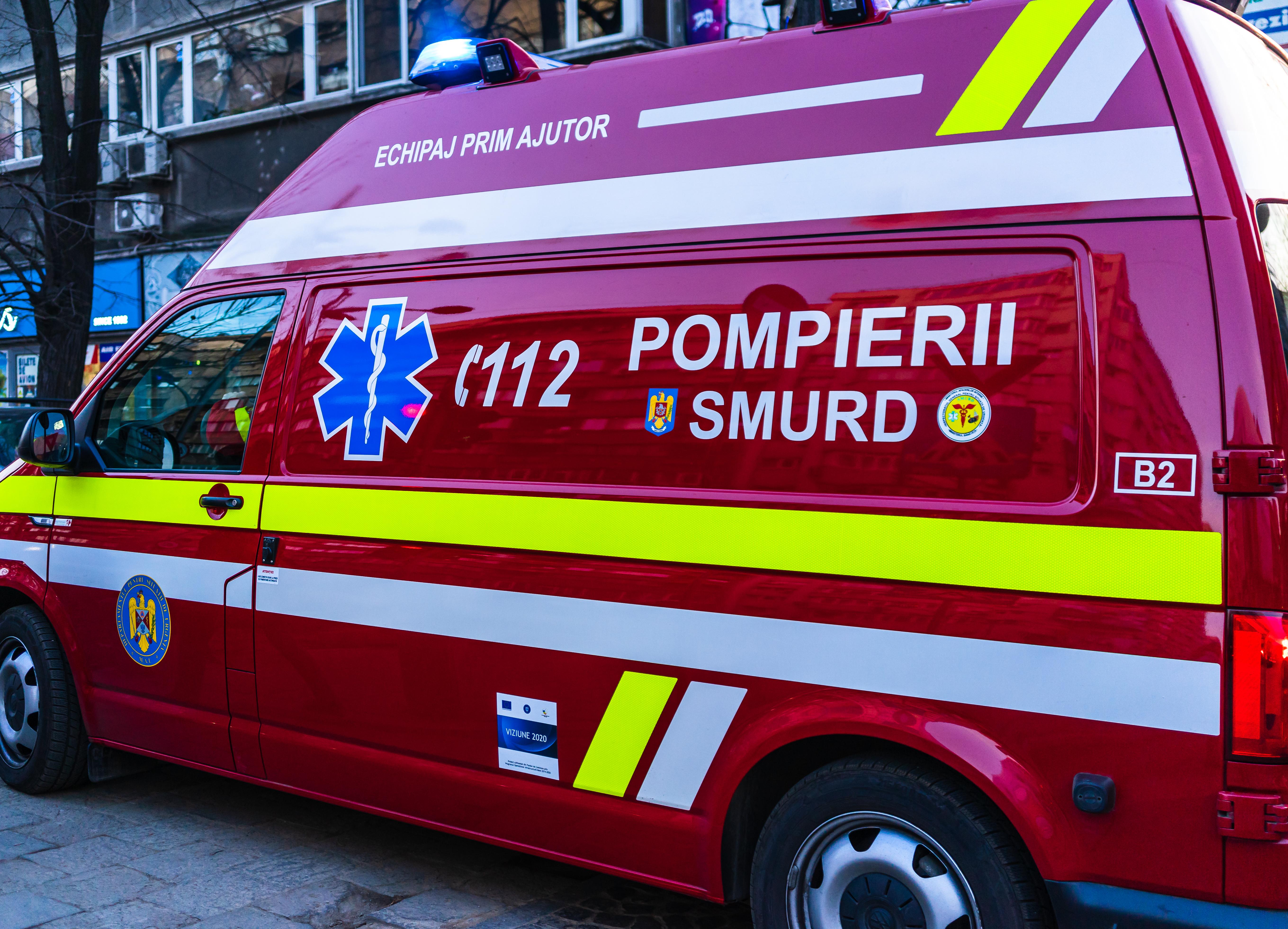 Un copil de 4 ani a căzut de la etajul unu al unui bloc din Pitești