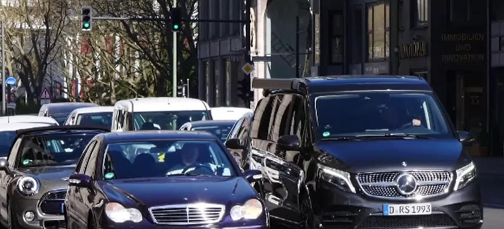 Activiștii de mediu germani le-au pus gând rău șoferilor. Fără mașini în centrul Berlinului