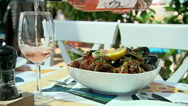 Turiștii de pe litoral pot mânca midii din Marea Neagră. Producția locală a crescut în ultimii ani