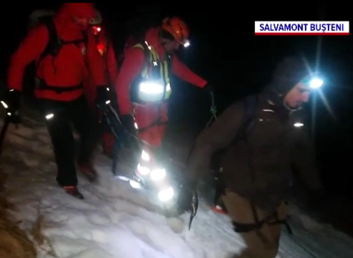 Un schior rătăcit noaptea pe Valea Țapului, la 2.000 de metri altitudine, a supravieţuit în condiţii extreme