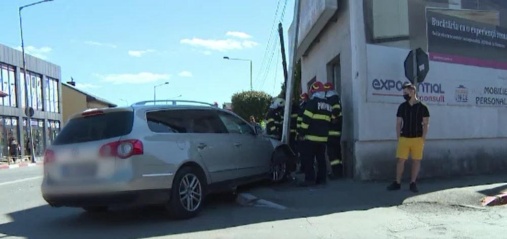 Accident violent în Gorj. Patru persoane, printre care și o gravidă, au ajuns la spital