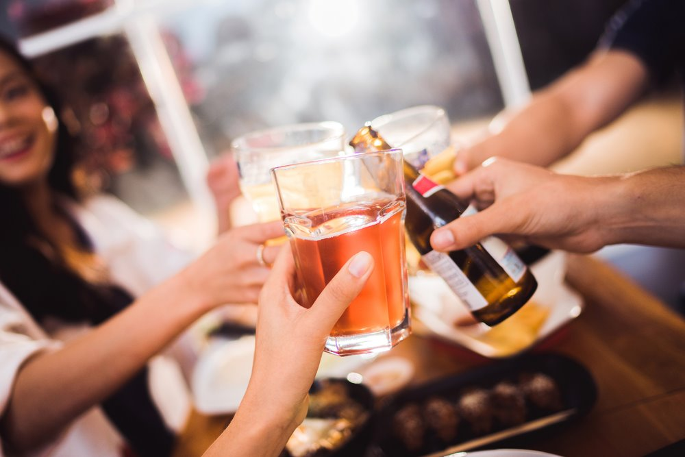 Ce este, de fapt, mai periculos: berea, vinul sau băuturile spirtoase? Răspunsul este total surprinzător