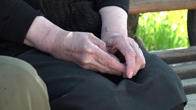 Sfârșit cumplit pentru o femeie de 82 de ani. I-au luat foc hainele în timp ce gătea