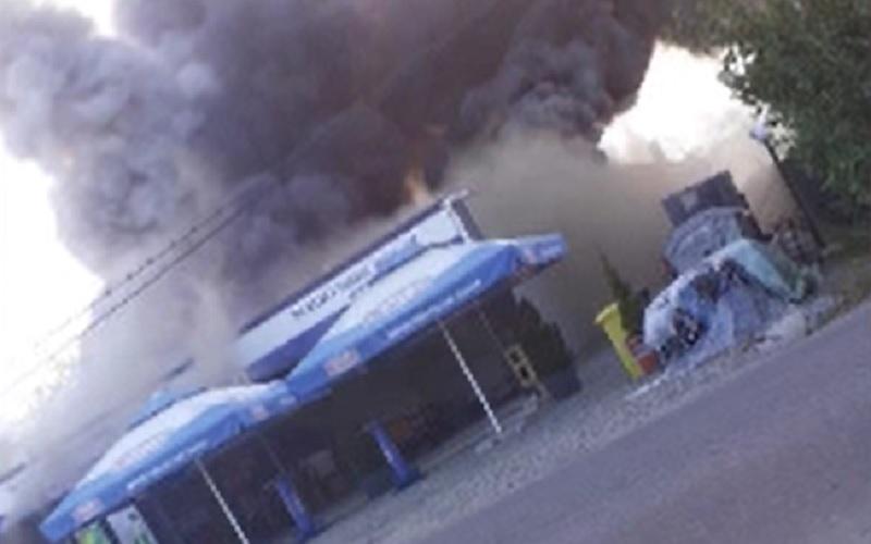 Incendiu de proporții în județul Argeș. Un magazin a fost mistuit de flăcări