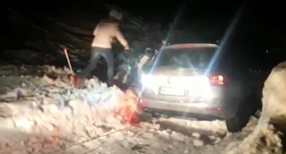 Iarnă în plină primăvară în Apuseni. Șapte turiști au rămas blocați în zăpadă